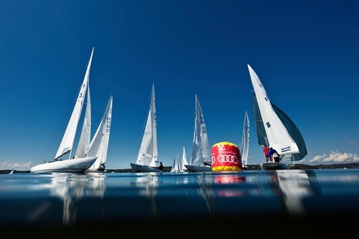 Dragons rounding the mark during the Audi Dragon Cup / Pelle Gedda Cup. Saltsjobaden, Stockholm, Sweden, 2010. : Stock Photo