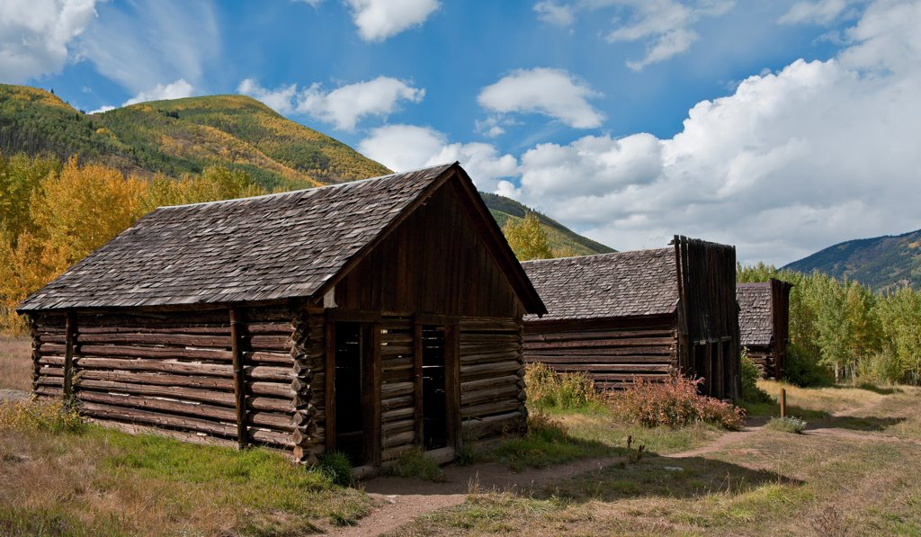 Stock Photo: 4116-126 USA, Colorado, Rocky Mountains, wooden huts in ghost town of Ashcroft