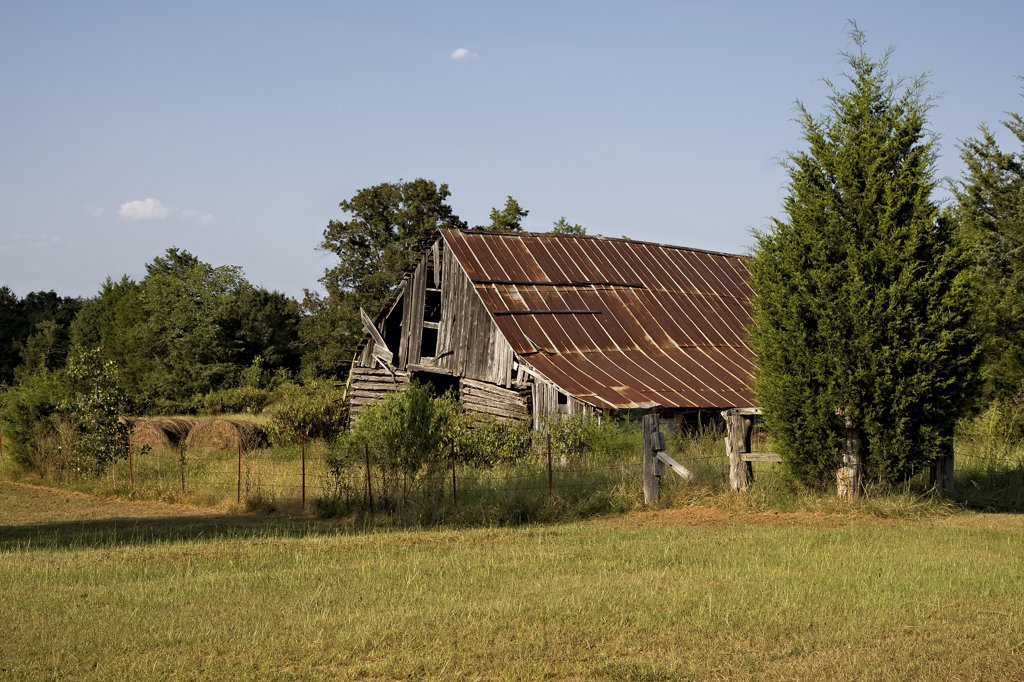 Abandoned barn in a field, Arkansas, USA : Stock Photo