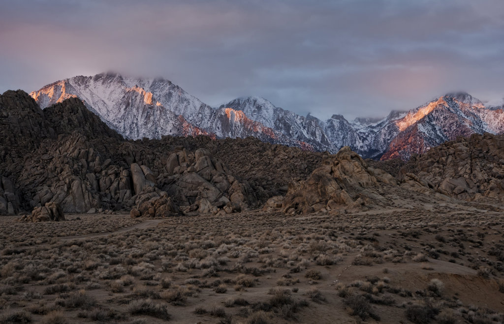 Stock Photo: 4116-641 USA, California, Dawns first light, Alabama Hills and High Sierra