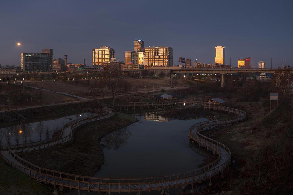 Stock Photo: 4116-733 USA, Arkansas, Dawn's light on city