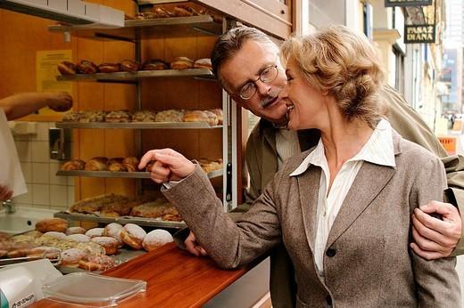Couple buying cakes : Stock Photo