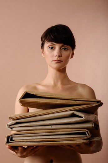 Nude woman holding corrugated paper : Stock Photo