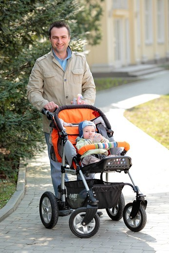 Stock Photo: 4123-33151 Father with little child on the walk in the park