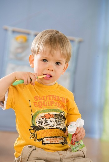 Stock Photo: 4123-35178 Boy cleaning his teeth