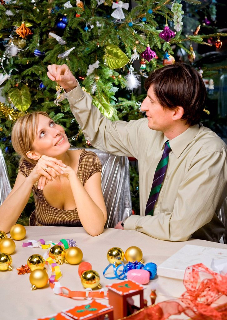 Stock Photo: 4123-38122 Pair preparing Christmas decorations.