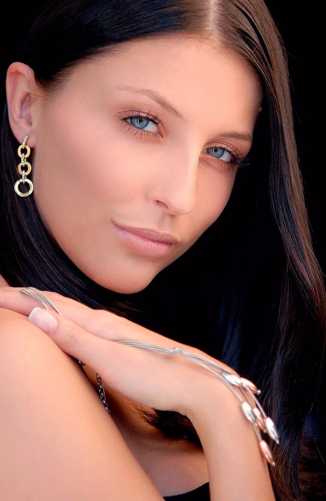 Stock Photo: 4123-38426 Young woman portrait with jewellery.