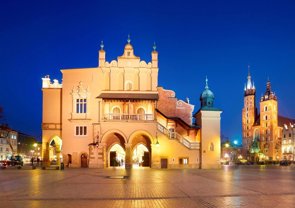 Stock Photo: 4123-45313 Poland, Malopolskie Province, Krakow. Cloth Hall with a view on Marian Church.