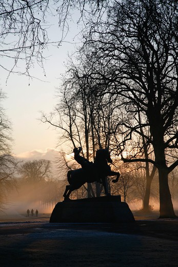 UK, London, Kensington Gardens, Frost and mist shrouded Physical Energy statue : Stock Photo