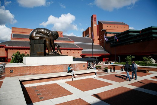 UK, London, St Pancras, Statue of Isaac Newton in front of British Library : Stock Photo