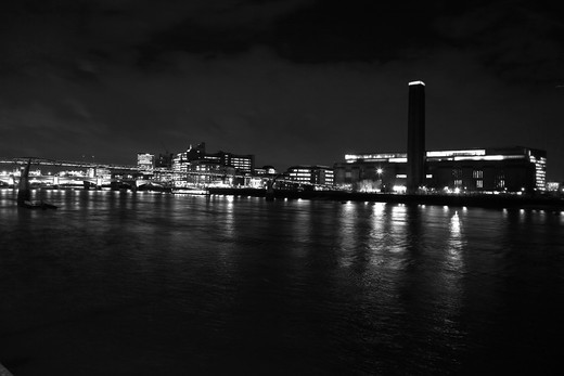 City skyline lit up at the waterfront, Millennium Bridge, Thames River, Tate Modern, Bankside, London, England : Stock Photo