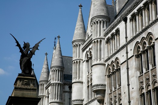 Statue in front of a courthouse, Temple Bar Memorial, Royal Courts Of Justice, Strand, City of Westminster, London, England : Stock Photo