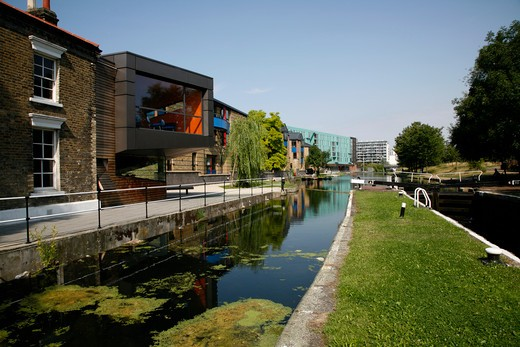 Regent's Canal at Mile End Lock, Mile End, London, UK : Stock Photo