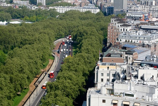 Elevated view of traffic passing down Park Lane, dividing Mayfair from Hyde Park, London, UK : Stock Photo