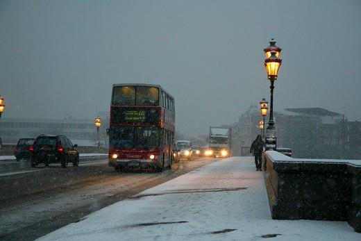 Traffic on the road, Putney Bridge, Fulham, London, England : Stock Photo