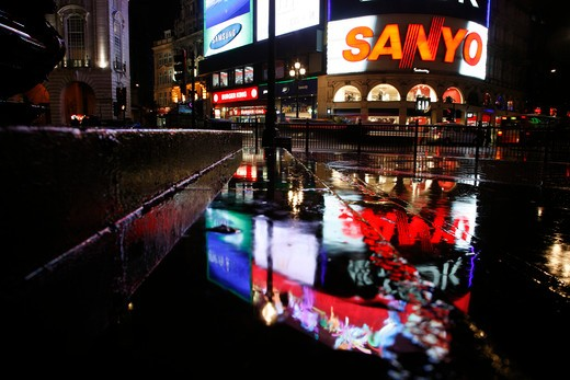 Rainy neon reflections on Piccadilly Circus, London, UK : Stock Photo