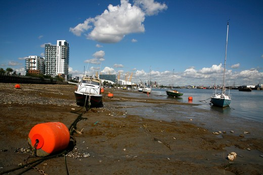 Boats moored on the river, Thames River, Bugsby's Reach, Greenwich Peninsula, London, England : Stock Photo