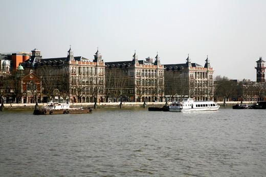 UK, London, Lambeth, View across River Thames to St. Thomas's Hospital on Albert Embankment : Stock Photo