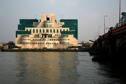 UK, London, Vauxhall, Looking across River Thames to MI6 Building : Stock Photo