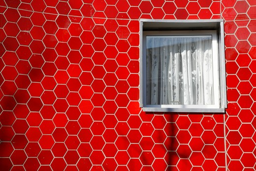UK, London, Elephant and Castle, Red tiling detail on new housing development on Brandon Street : Stock Photo