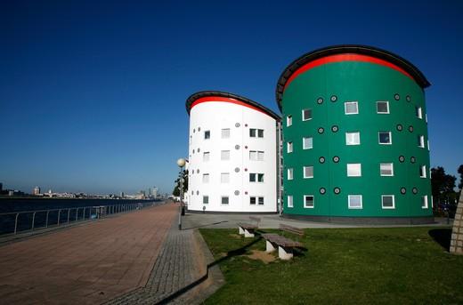 UK, London, Beckton, University of East London campus beside Royal Albert Dock : Stock Photo