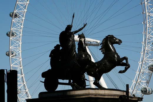 UK, London, City of Westminster, Statue of Boadicea on Victoria Embankment framed by London Eye : Stock Photo