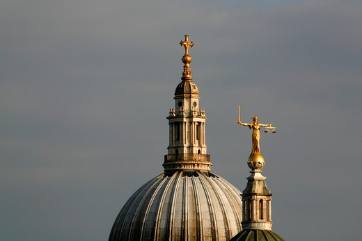 UK, London, City of London, Statue of Justice on top of Old Bailey (Central Criminal Court) in front of dome of St. Paul's Cathedral : Stock Photo