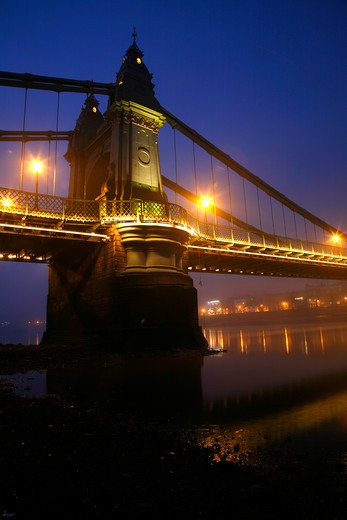 UK, London, Hammersmith, Misty dusk on River Thames at Hammersmith Bridge : Stock Photo
