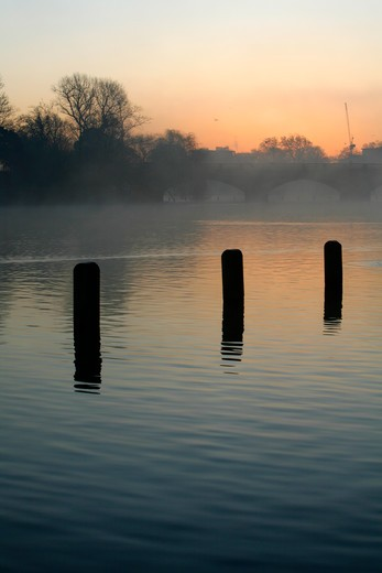 UK, London, Kensington Gardens, Misty sunrise on Long Water by Serpentine Bridge : Stock Photo
