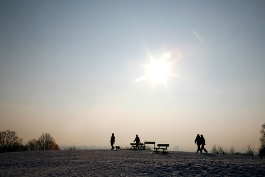 UK, London, Hampstead, Walkers taking in view from top of snowy Parliament Hill : Stock Photo