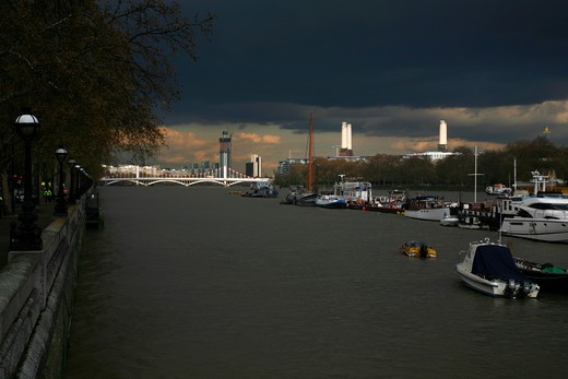 UK, London, Battersea, Stormy weather hangs over River Thames at Chelsea Bridge and Battersea Power Station : Stock Photo