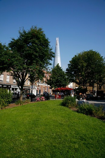 View out from Tanner Street Park to Bermondsey Street and the Shard, Bermondsey, London, UK : Stock Photo