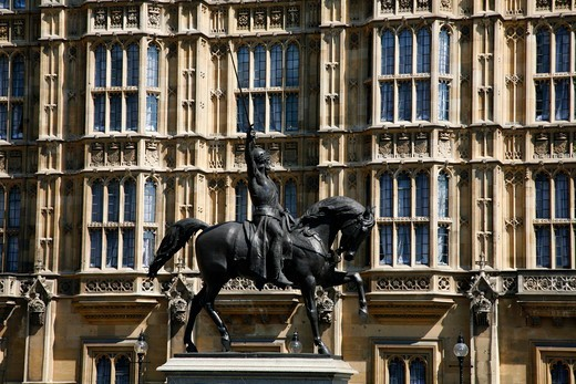 Statue of Richard the Lionheart in front of the Houses of Parliament, Westminster, London, UK : Stock Photo