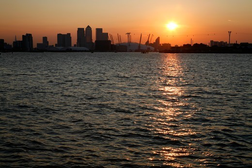 View up the River Thames at sunset from Woolwich to O2 (Millennium Dome), Emirates Airline cable car and Canary Wharf, London, UK : Stock Photo