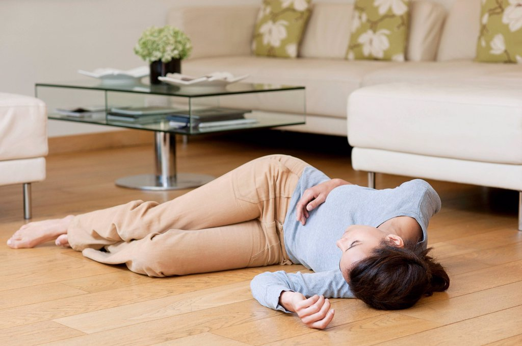 Stock Photo: 4128R-14329 Fainting.