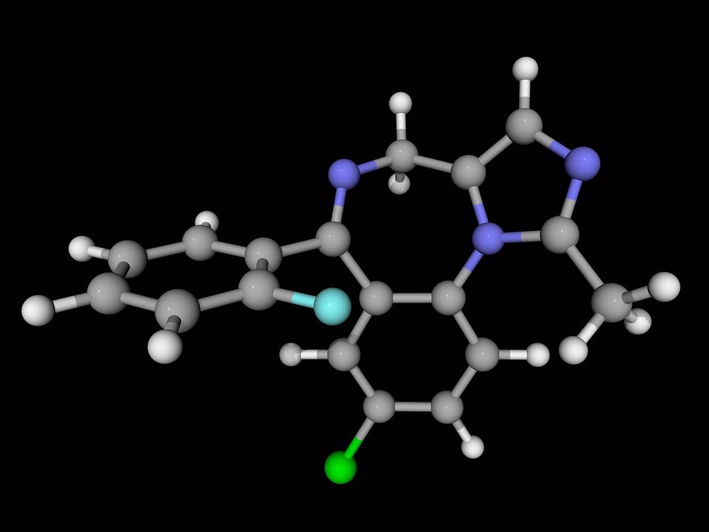 Midazolam, molecular model. Benzodiazepine class drug used to treat acute seizures, insomnia and for inducing sedation and amnesia before medical procedures. Atoms are represented as spheres and are colour_coded: carbon grey, hydrogen white, nitrogen blue : Stock Photo