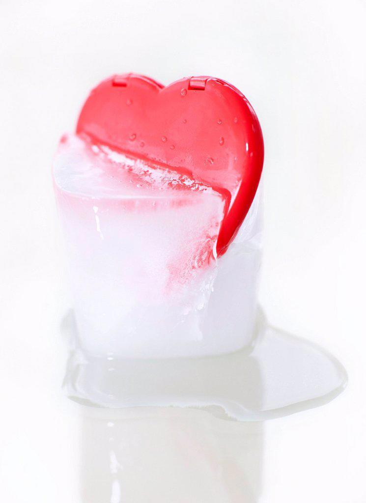 Frozen heart, conceptual image : Stock Photo