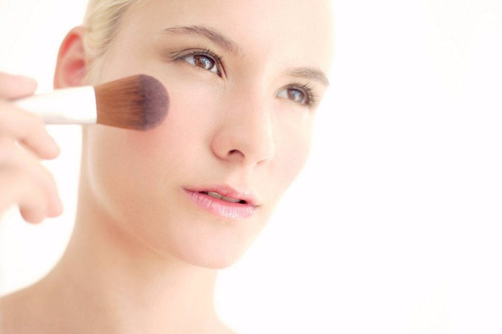 Stock Photo: 4128R-6663 Make_up application