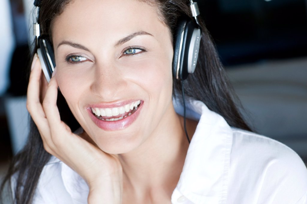 Listening to music : Stock Photo
