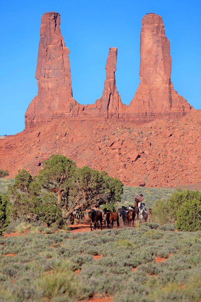 Stock Photo: 4133-31237 Navajo Cowboy, Mustang, Equus caballus, Monument Valley, Three Sisters, Utah, USA, Northamerica. Navajo Cowboy, Mustang, Equus caballus, Monument Valley, Three Sisters, Utah, USA, Northamerica, Cowboy and Mustang