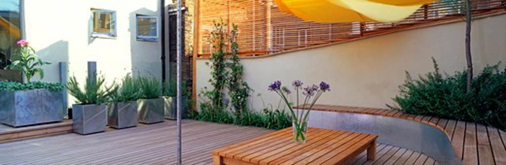 Stock Photo: 4141-37415 contemporary design roof garden in clerkenwell, london