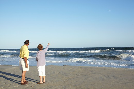Stock Photo: 4145-127 Couple standing on the beach, Far Rockaway, Queens, New York City, New York State, USA