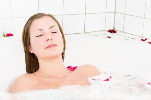 Relaxing in a jet tub at a day spa in a cure bath, a little taste of luxury. : Stock Photo