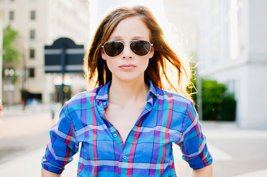 Portrait of a woman wearing sunglasses : Stock Photo