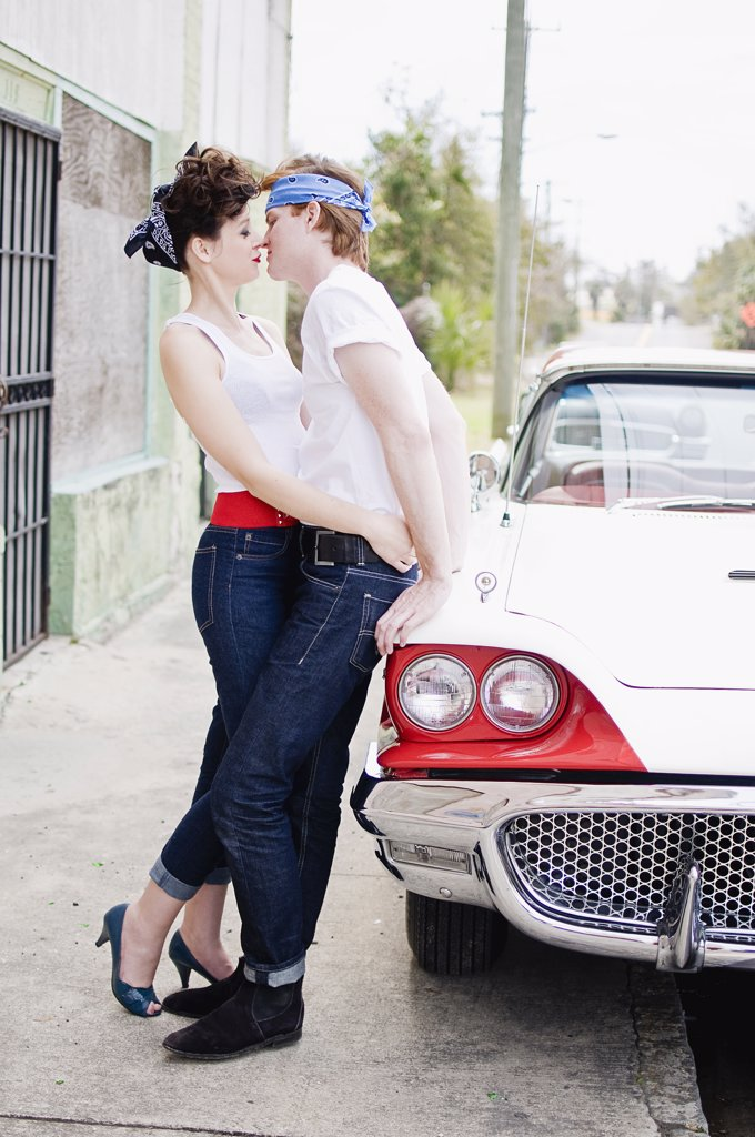 Stock Photo: 4152-247 Romantic young couple near a car