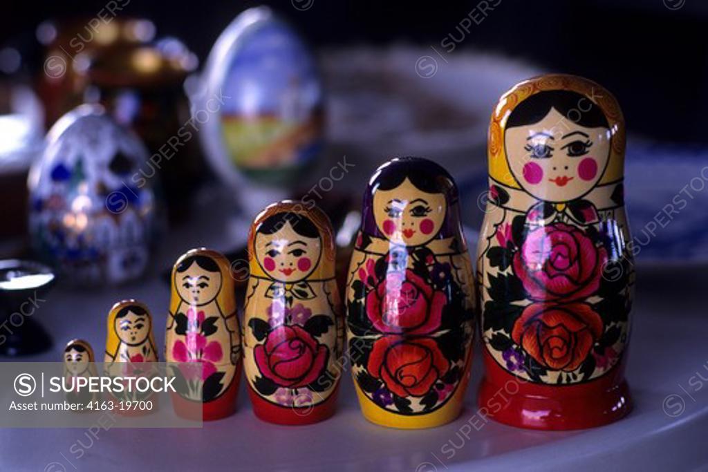 Stock Photo: 4163-19700 RUSSIA, RUSSIAN SOUVENIRS, MATRUSCHKA DOLLS
