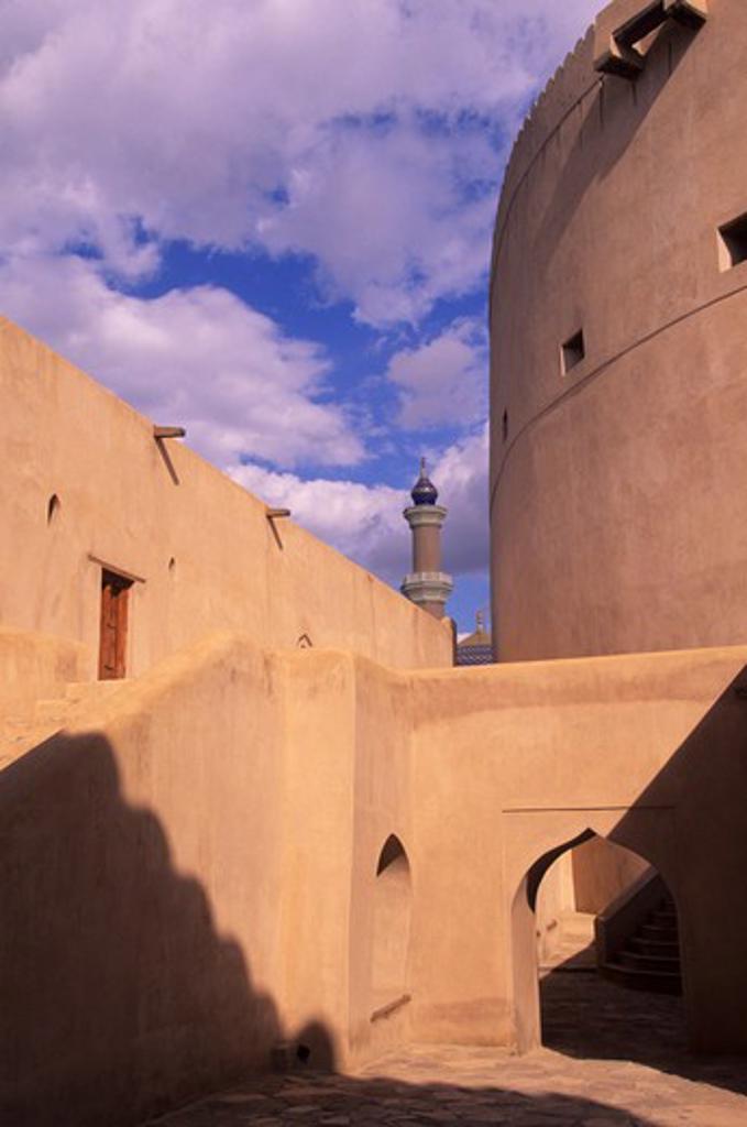 OMAN, NIZWA, FORTRESS, 1649 A.D. BUILT BY IMAM SULTAN BIN SAIF BIN MALIK AL-YARUBIM, MINARET : Stock Photo