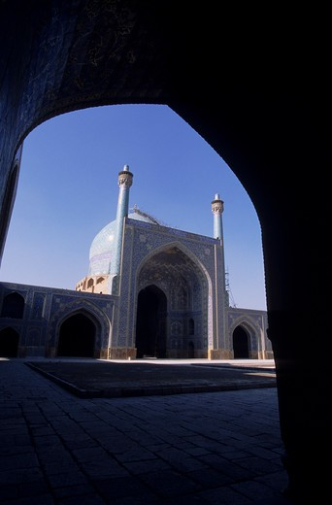 Stock Photo: 4163-11400 IRAN, ESFAHAN, EMAN KHOMENI SQUARE, IMAM (MASJED-E EMAM) MOSQUE