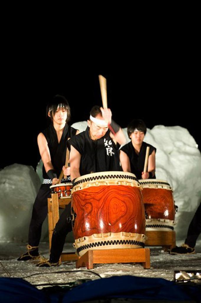 JAPAN, HOKKAIDO ISLAND, SHIRETOKO PENINSULA, UTORO, JAPANESE TAIKO DRUMMING PERFORMANCE AT NIGHT : Stock Photo