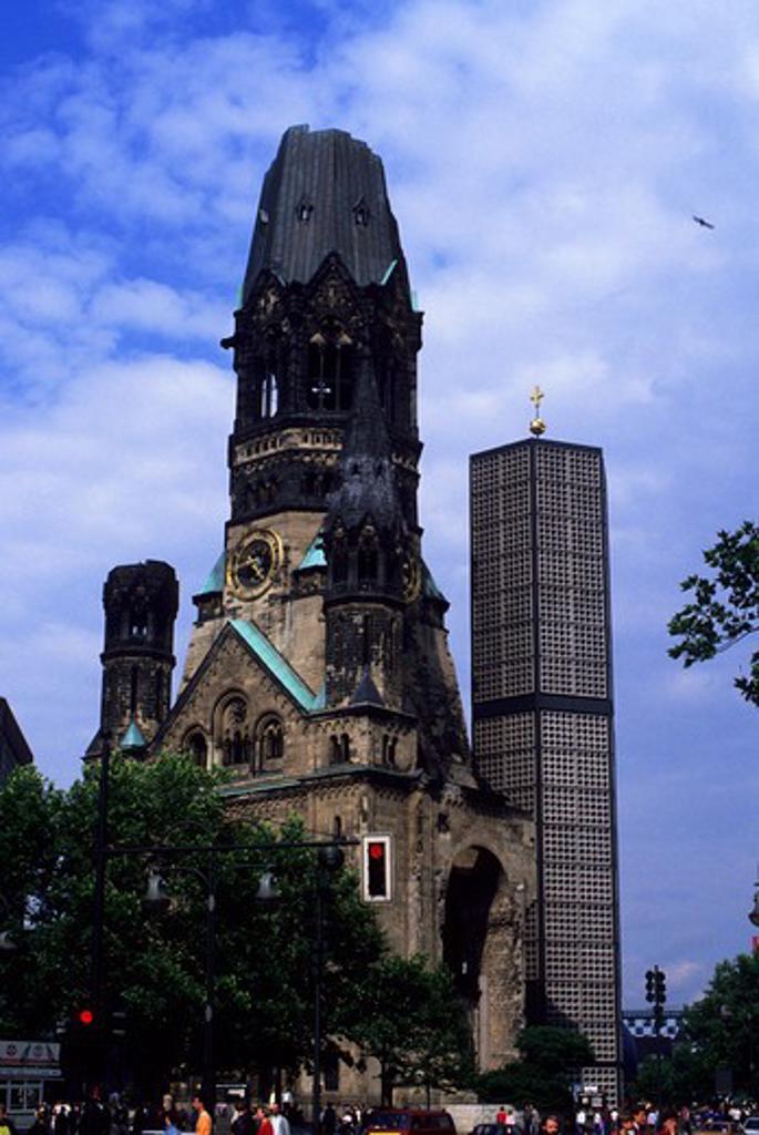 GERMANY, WEST BERLIN, KURFUERSTENDAMM, KAISER-WILHELM MEMORIAL CHURCH : Stock Photo